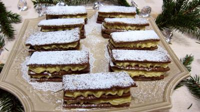 sablés : Assiette de millefeuilles sablés à la crème pâtissière