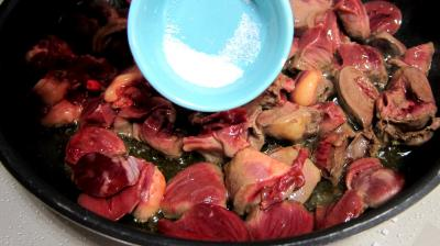 Coeurs de canard, légumes et sauce béchamel au vin rouge - 6.2