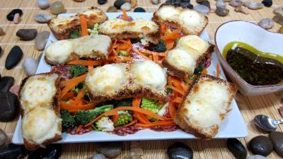 Entrées froides : Assiette de crudités et fromage de chèvre grillé
