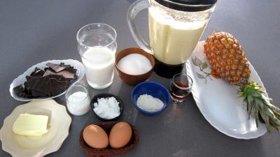 Ingrédients pour la recette : Gâteau de crêpes Hawaïen