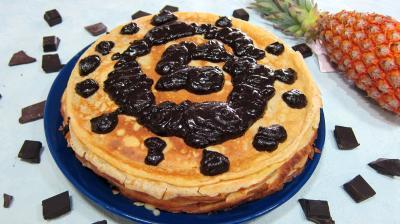Image : Assiette de gâteau de crêpes Hawaïen