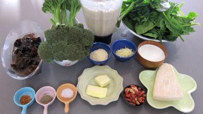Ingrédients pour la recette : Crêpes farcies aux brocolis, épinards et champignons noirs