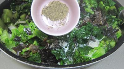 Crêpes farcies aux brocolis, épinards et champignons noirs - 6.3