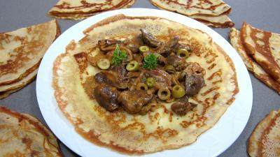 crêpe salée : Assiette de crêpe farcie aux coeurs de dinde