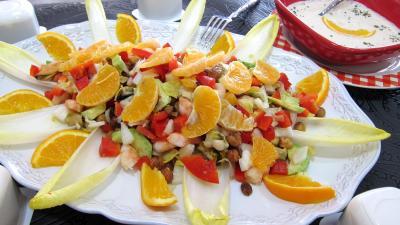 entrée à base de coquillages et crustacés : Plat d'endives et orange, mandarine en salade