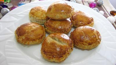 feuilleté : Assiette de rissoles au foie gras