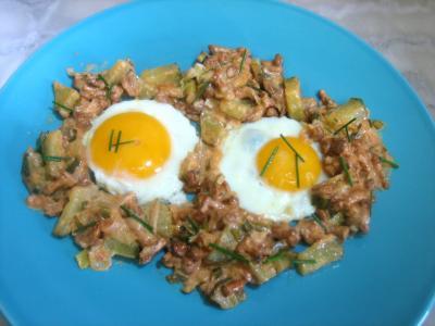 beurre : Assiette d'oeufs au plat aux girolles