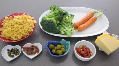 Ingrédients pour la recette : Farfalle aux brocolis en salade