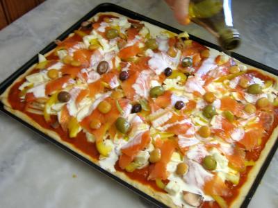 pizza au saumon fum supertoinette la cuisine facile. Black Bedroom Furniture Sets. Home Design Ideas