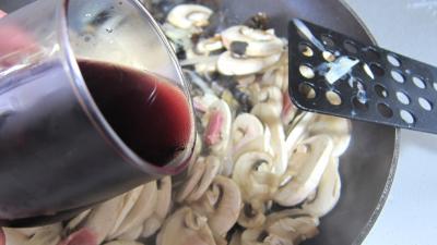 Oeufs au vin rouge et champignons - 6.1
