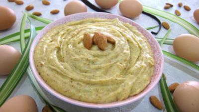 crème pâtissière : Ramequin de crème pâtissière aux amandes