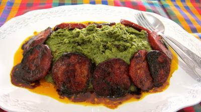 Cuisine landaise : Assiette de broutes en purée au chorizo à la landaise.