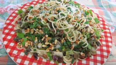Recette Assiette de spaghettis aux pignons de pin et aux raisins secs