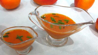 Cuisine diététique : Saucières de sauce vinaigrette à la mangue