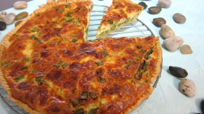 entre  base de fromage : Assiette de quiche aux asperges