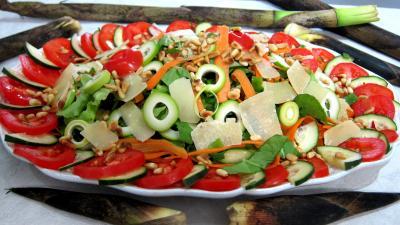 Entrées froides : Assiette de pousses de bambou en salade