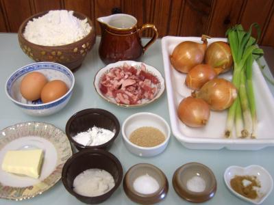 Ingrédients pour la recette : Petits pains farcis à l'oignon et aillettes