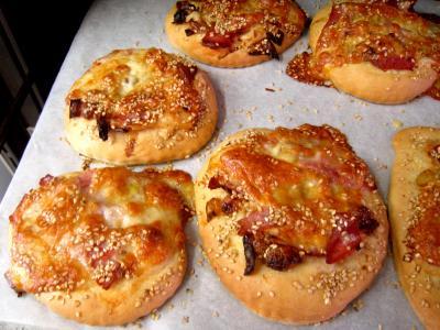 Pizza au poireau en amuse bouche supertoinette la cuisine facile - Amuse gueule italien ...