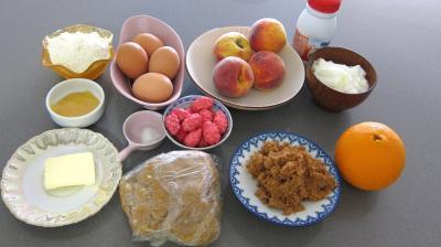 Ingrédients pour la recette : Tarte aux pêches aux pralines roses