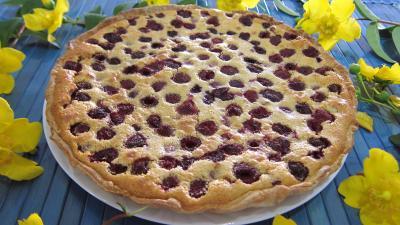 framboise : Assiette de tarte aux framboises et noisettes