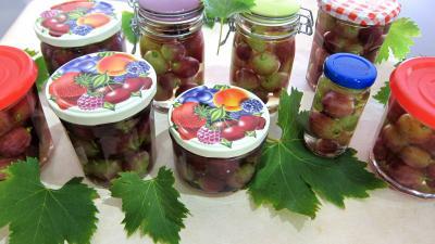 raisin : Bocaux de raisins à l'eau de vie et épices