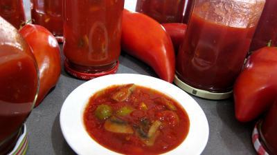 conservation : Coupelle de conserves de tomates aux champignons