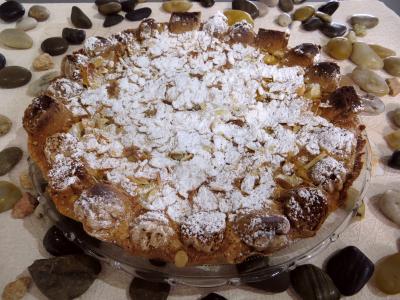 Amande effilée : Assiette de tarte aux pommes et aux noisettes
