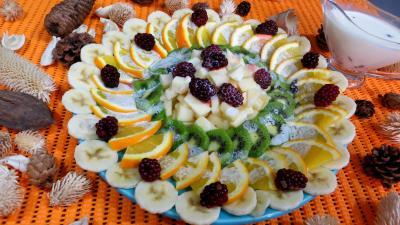Cramberries séchées : assiette de kiwis