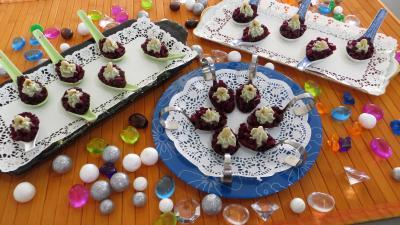 Image : Cuillères d'antipasti au beurre de roquefort