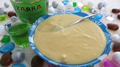 crème pâtissière : Ramequin de crème pâtissière à l'Izarra