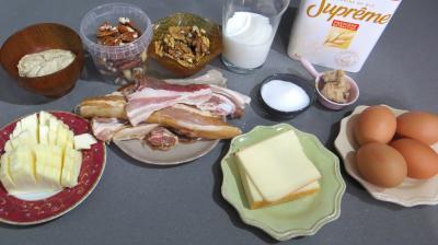 Ingrédients pour la recette : Pain au lard, aux noix et noix de pécan