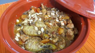 Amande : Tajine de poulet aux abricots secs