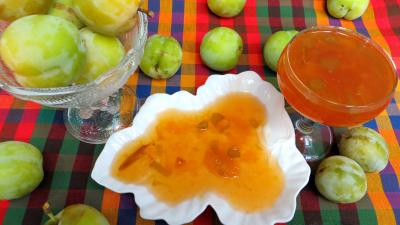 rhubarbe : Coupelle de confiture de prunes jaunes à la rhubarbe