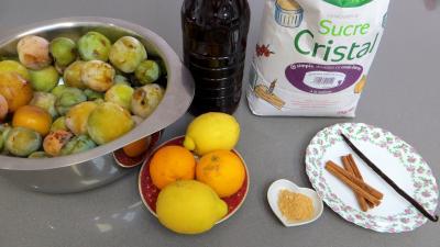 Ingrédients pour la recette : Confiture de restes de sangria aux prunes