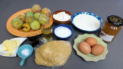 Ingrédients pour la recette : Tarte aux prunes jaunes