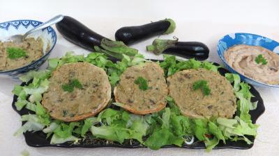 canapés : Assiette de tartines de pain aux aubergines