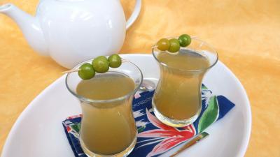 physalis : Verres de thé chaud épicé aux physalis