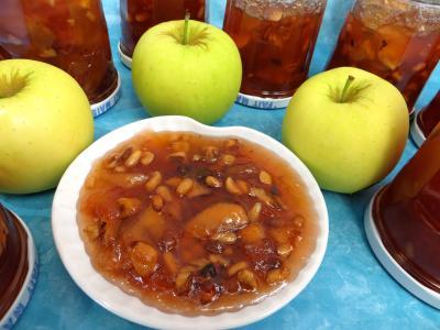 Recette Coupelle de confiture de pommes variées aux fruits secs