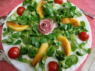 Salade de mâche aux foies de volaille et aux pommes - 13.1