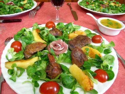 foie volaille : Assiette de mâche aux foies de volaille et pommes