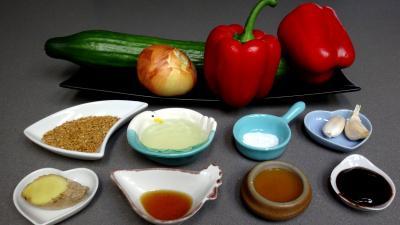 Ingrédients pour la recette : Sauté de concombre et poivrons à la chinoise