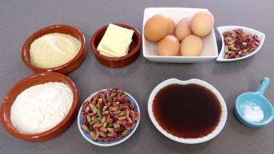 Ingrédients pour la recette : Financiers aux pistaches