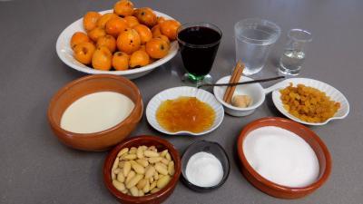 Ingrédients pour la recette : Nèfles du Japon au vin