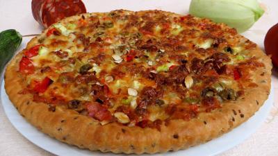 lard fumé : Pizza aux courgettes