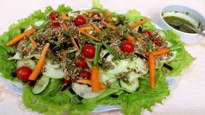 pistache : Assiette de salade de courgette crue au pesto