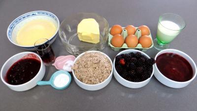 Ingrédients pour la recette : Couronne de semoule aux mûres