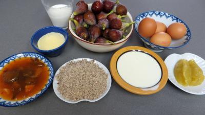 Ingrédients pour la recette : Tarte aux figues et à la semoule
