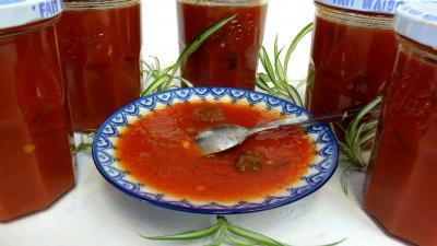 Coupelle de sauce tomate aux coeurs de carnard
