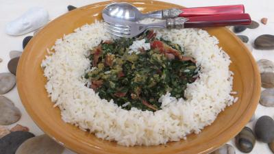 sauce soja : Plat de sauté d'épinards avec son riz