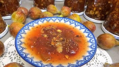 noisette : Coupelle de confiture de figues à la rhubarbe